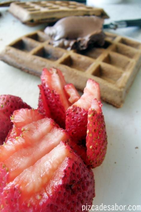 Wafflich de nutella y fresas {waffles de chocolate} – Pizca de Sabor